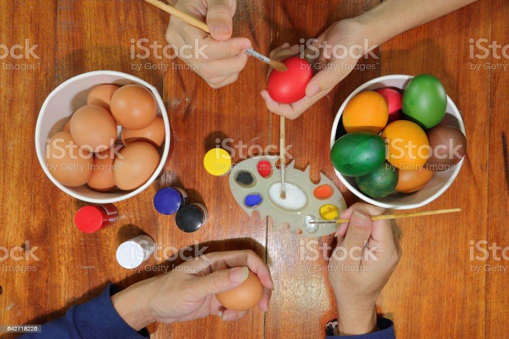Coloriage Paques Famille.Photo Libre De Droit De Mains Des Membres De La Famille Coloriage