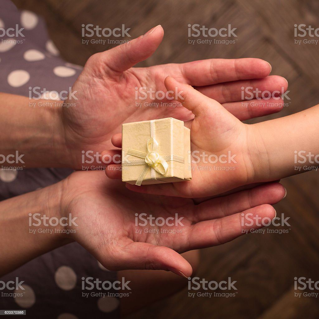 Hands of mother and child receiving gifts zbiór zdjęć royalty-free