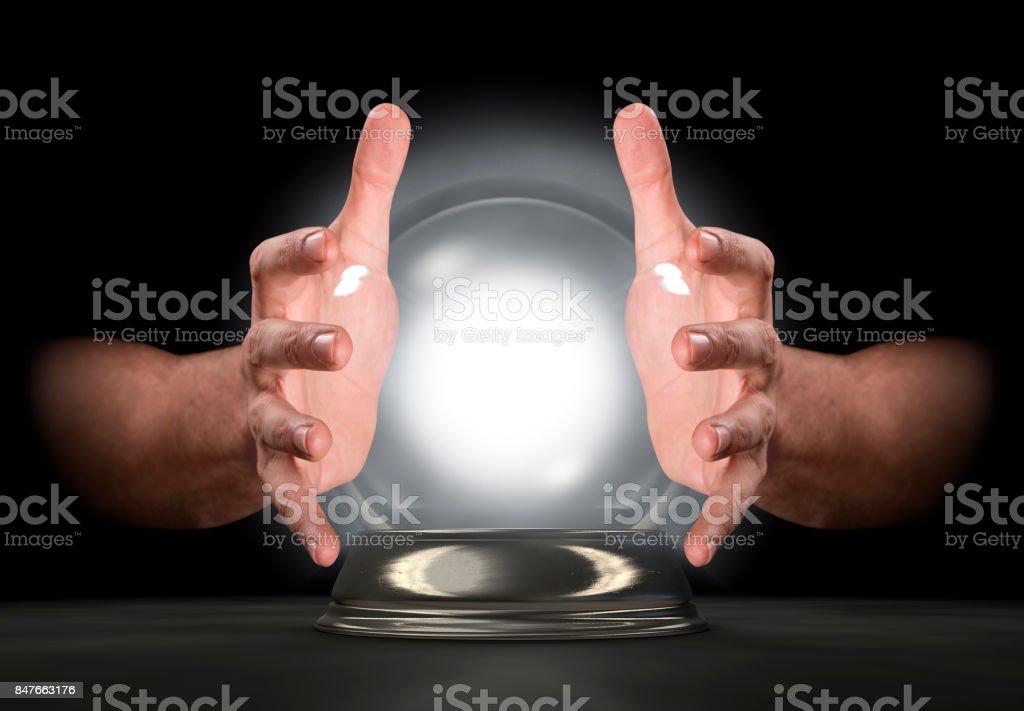 Manos en la bola de cristal - foto de stock