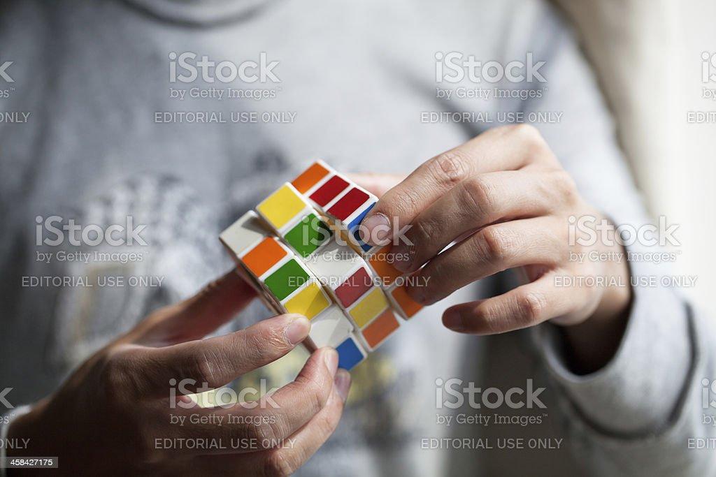 Hände spielt eine Würfelspiel – Foto