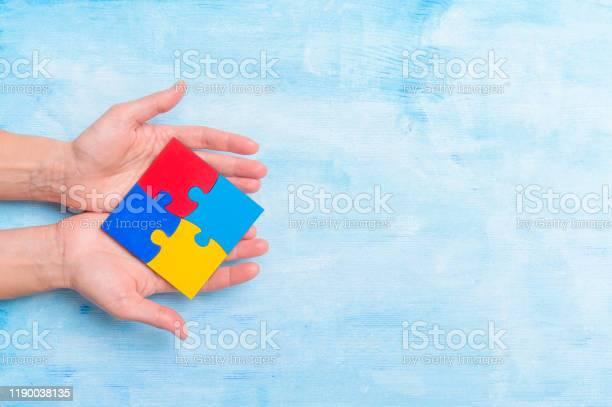 Hands playing a puzzle symbol of public awareness for autism spectrum picture id1190038135?b=1&k=6&m=1190038135&s=612x612&h=ujdugxufwbtpli5ubfx8nlxudq2cijwbzuxqwv9fdi0=