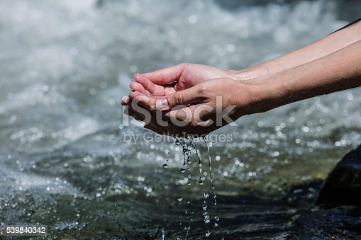 istock Hands sachibalaya clean water from the mountain bubbling 539840342