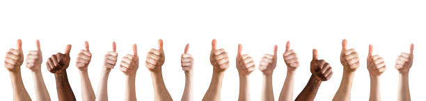 eller yukarı işareti gösterilen - thumbs up stok fotoğraflar ve resimler
