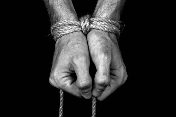 mãos atadas com uma corda - nó - fotografias e filmes do acervo