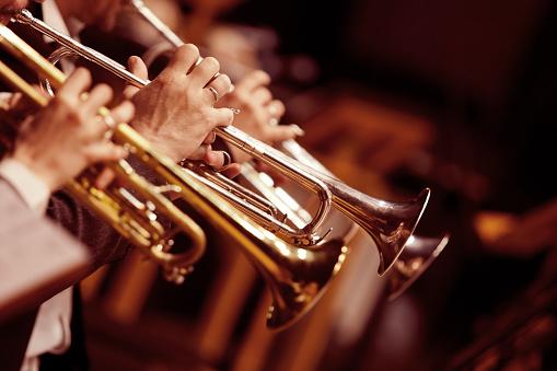 Hands trumpeters