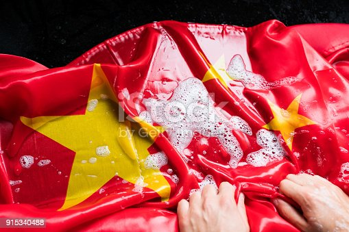 istock Hands Washing Chinese Flag - Change China/Corruption Concept 915340488