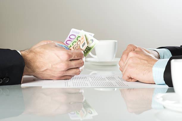 Hand mit Geld-euro – Foto