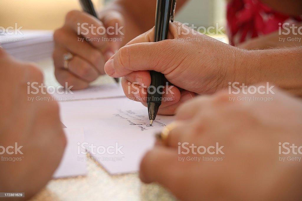 Manos escribiendo foto de stock libre de derechos