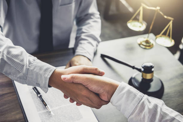 Handshake after good cooperation, Businessman handshake male lawyer after discussing good deal of Trading contract and new projects for the company of real estate, Meeting and greeting concept - foto stock