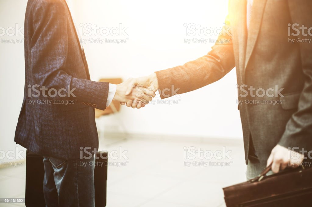 handshake between client and Manager on the background of the office foto stock royalty-free