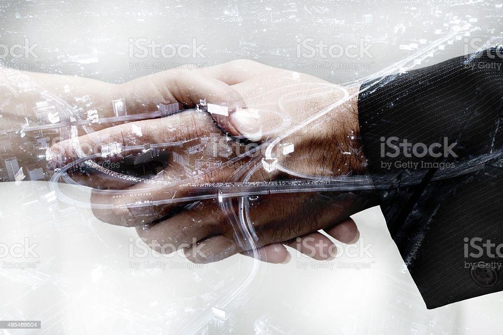 Handshake di affari, doppia esposizione - foto stock