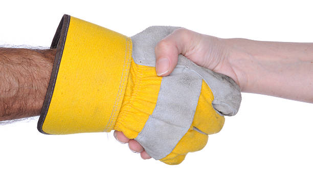handshake: eine hand mit arbeitshandschuh - arbeitshandschuhe stock-fotos und bilder