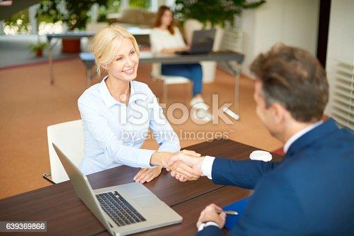 625740042 istock photo Handshake 639369866