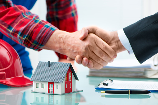 istock Handshakes after contract signature 511728674