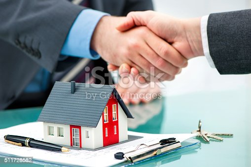 istock Handshakes with customer after contract signature 511728582