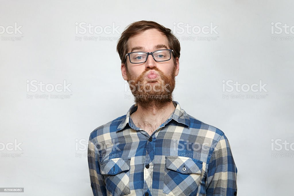 Handsom bearded man in eyeglasses puckering for a kiss – Foto