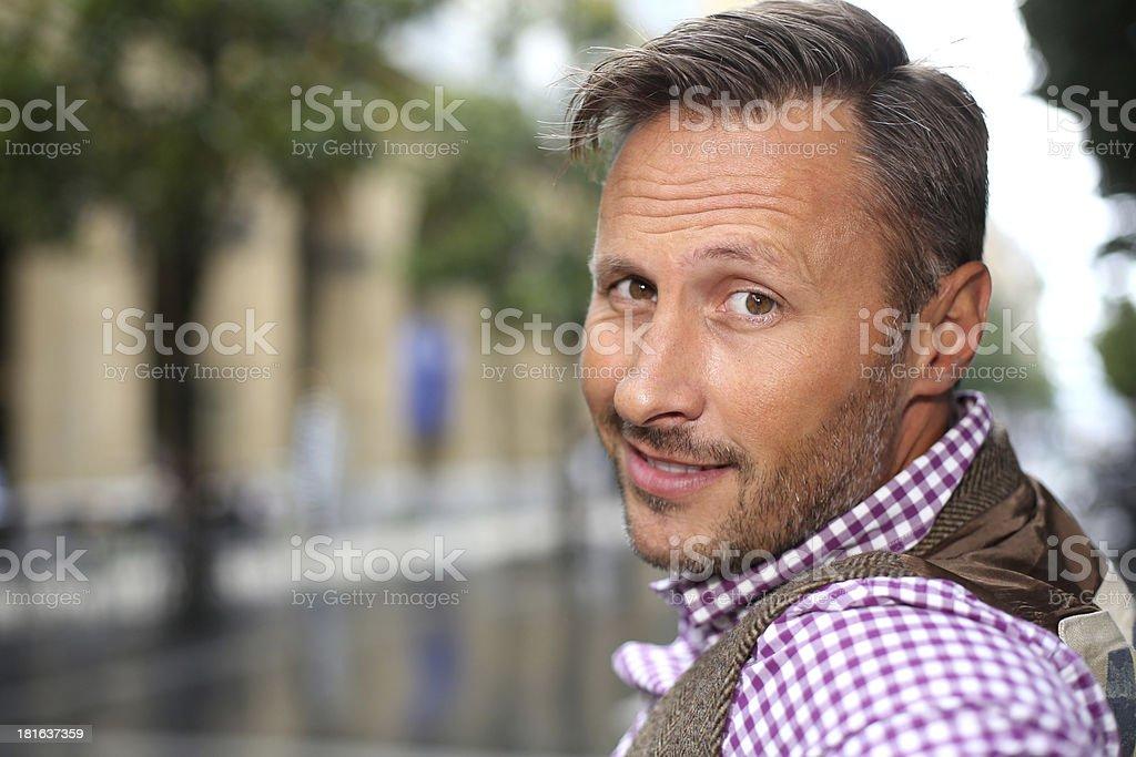 40 Jahre alter Mann im Alter von 18 Jahren