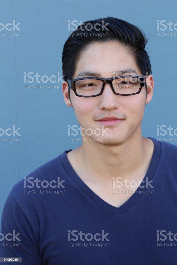 c393a129be60d0 Knappe Aziatische Man Met Bril Stockfoto en meer beelden van Alleen ...