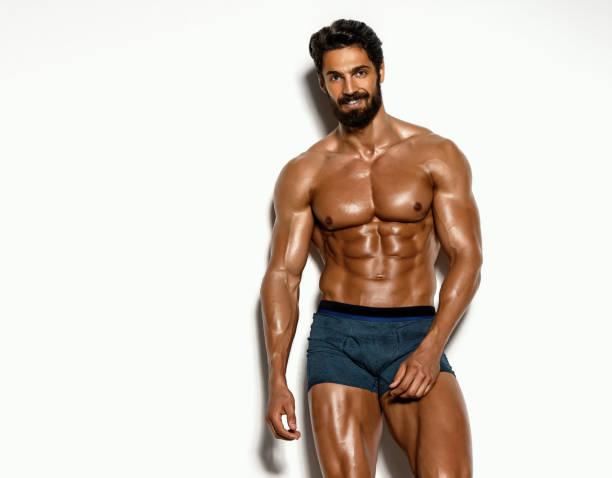 schöne athletische männer posiert in unterwäsche - sexsymbol stock-fotos und bilder