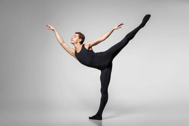 handsome ballet artist – zdjęcie