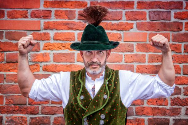 schöner bayerischer mann seine muskeln - bayerische tracht stock-fotos und bilder