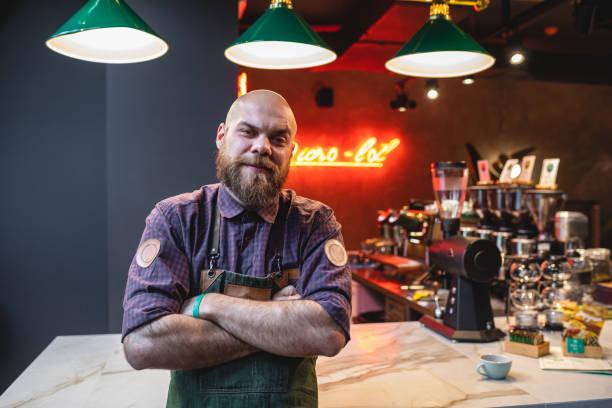 Hübsche barista in einem Café – Foto