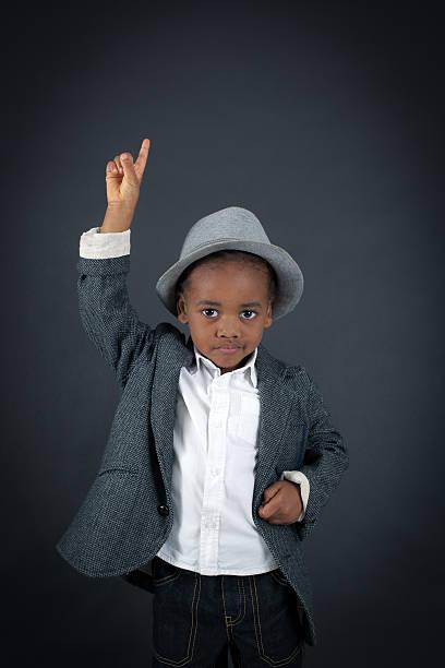 hübscher junge, die verschiedenen ausdrucksformen in verschiedene bekleidungsstücke - fragen für jungs stock-fotos und bilder