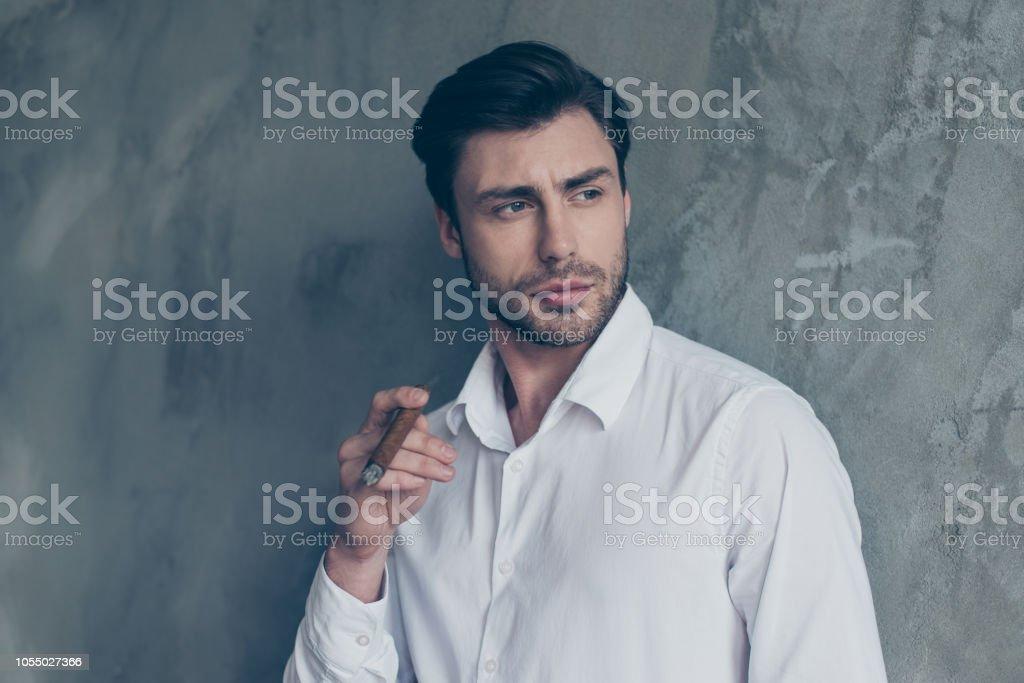 Brunet Elegante Atractivo Bien Vestido Apuesto Hombre Guapo En Ropa