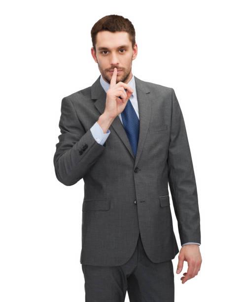hübscher Geschäftsmann mit Finger auf den Lippen – Foto
