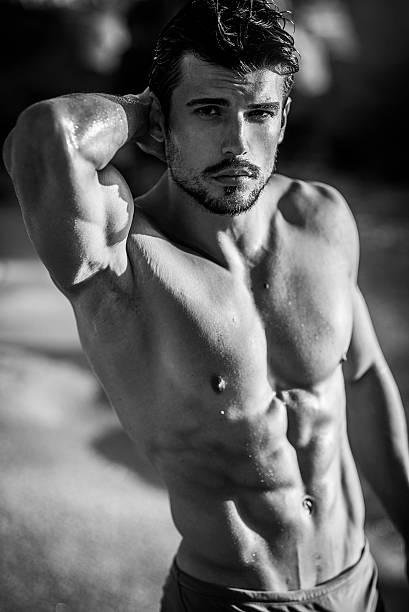 atractivo hombre ajuste - pecho torso fotografías e imágenes de stock