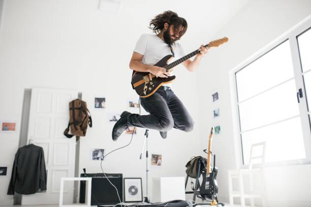 Gut aussehend Gitarrist – Foto