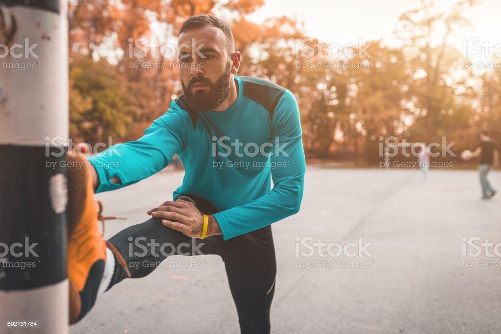 Guapo, ejercicio al aire libre - foto de stock