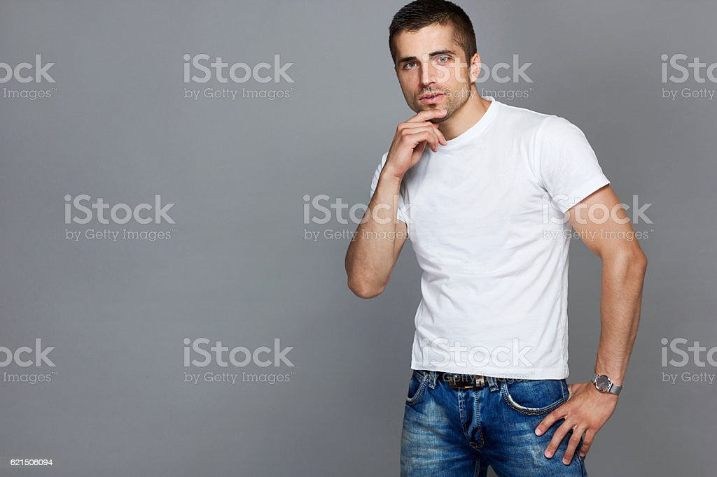 handsome man in a white T-shirt and jeans Lizenzfreies stock-foto