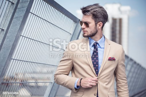 istock Handsome man in bright suit 537440484