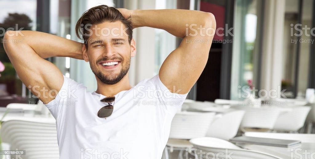 Hombre atractivo foto de stock libre de derechos
