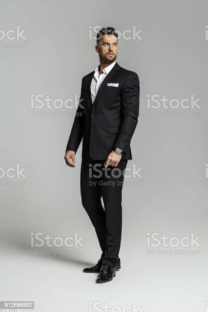 Handsome man picture id912696932?b=1&k=6&m=912696932&s=612x612&h=yrchrmkrgvldgtmoxgj8ytkmrk6bpx9ddcokcw7fouq=