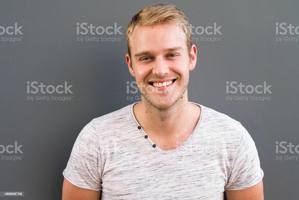 Bell'uomo sorridente - foto stock
