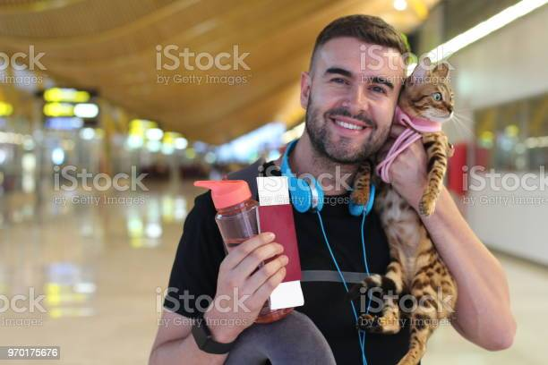 Handsome man traveling with his cat picture id970175676?b=1&k=6&m=970175676&s=612x612&h=1bjzclx0hfrxhhllf 0eflvlzle1sl9dzufncwz5bqc=