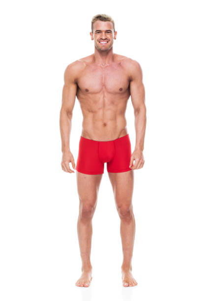 Hübsche Mann mit 6 Packung trägt Unterwäsche-Hände an Seite – Foto