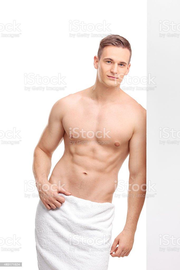 e8491b1d3 Foto de Homem Bonito Com Uma Toalha De Banho No Seu Cintura e mais ...