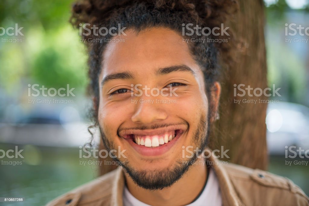 Gut Aussehender Mann Mit Afrofrisur Stockfoto Und Mehr