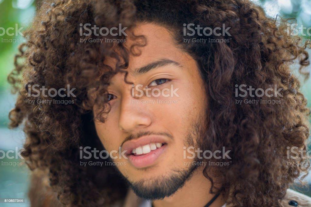 Gut Aussehender Mann Mit Afrofrisur Stockfoto Und Mehr Bilder Von Afro Frisur