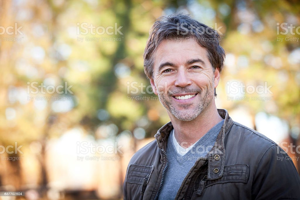Handsome Mature Happy Man Smiling At The Camera.Outside. – Foto