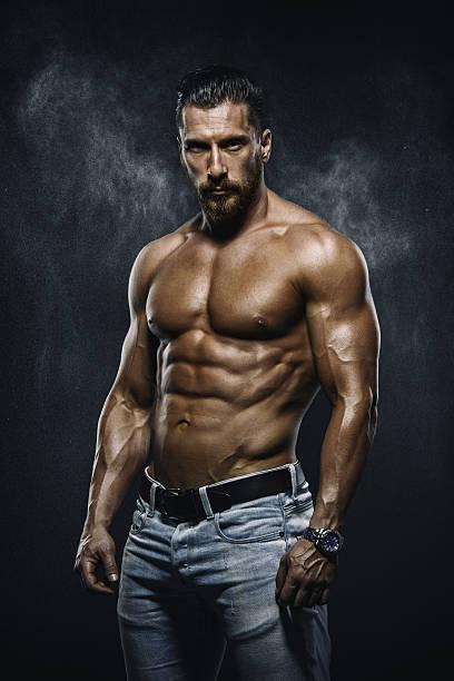 bell'uomo muscolare - a petto nudo foto e immagini stock