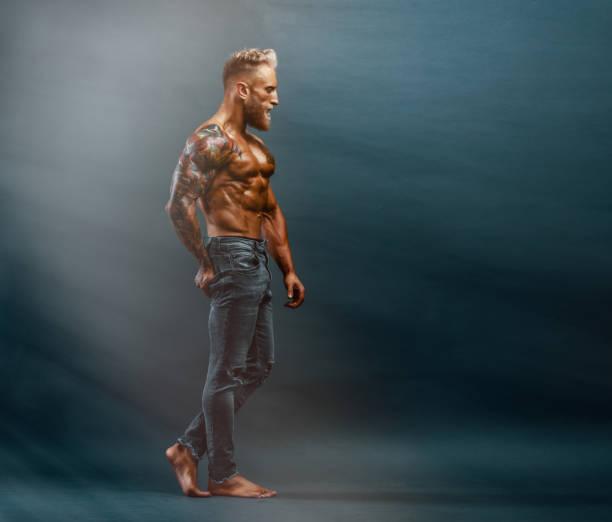 guapo sin camisa hombres en jeans posando - símbolo sexual fotografías e imágenes de stock