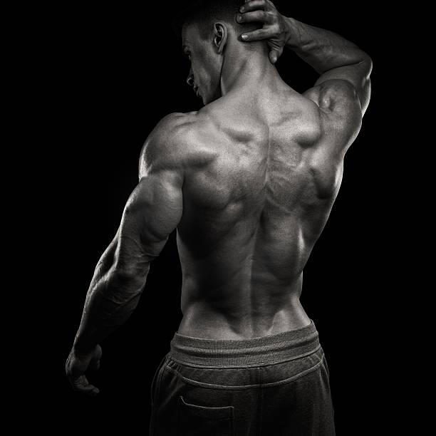 schöner macht sportlichen mann zurückgedreht - sexsymbol stock-fotos und bilder