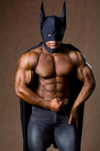 Starken muskulösen Mann schwarze Maske – Foto