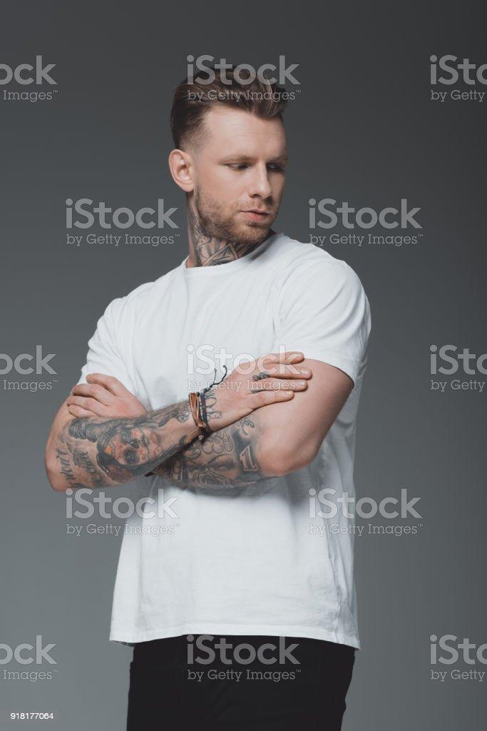Homme Beau De Élégant En Tshirt Droit Tatoué Libre Jeune Photo CsrthxQd