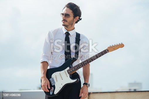 ᐈ Imagen De Hombre Guapo Bien Vestido Con La Guitarra