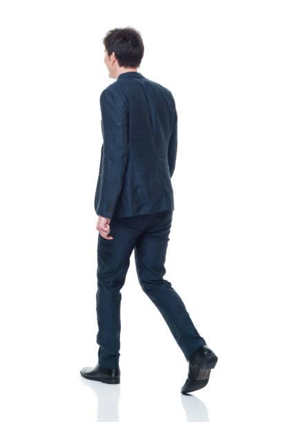 ウォーキング ビジネス装いでハンサムな若い成人男性 - 歩く ストックフォトと画像